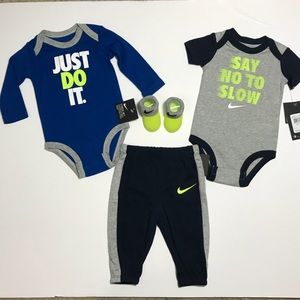 Nike JUST DO IT Outfit 2 Bodysuits Pants Booties